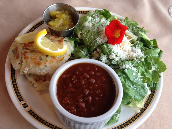 Train Station Inn: Fish Cakes and Beans