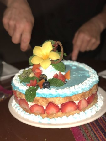Banyan Bay Suites: Birthday cake made for my husband, which was outstanding!
