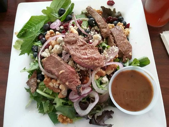 Phoenixville, PA: Roquefort Steak Salad with Balsamic Vinaigrette - ©sdh
