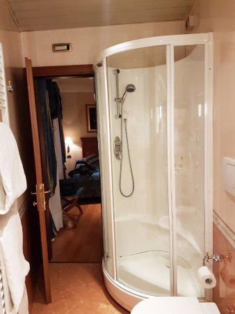 Antico Panada: Good sized shower