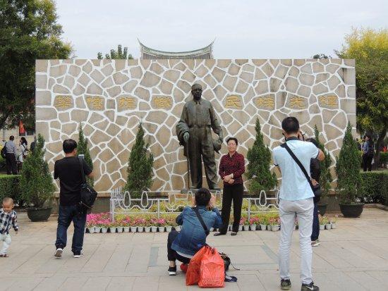 Xiamen Guilai Park : 陳嘉庚先生銅像