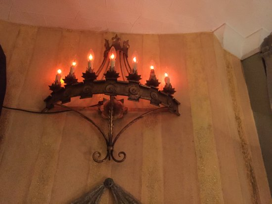 Hotel Pelirocco : Two of this flickering candle lights.
