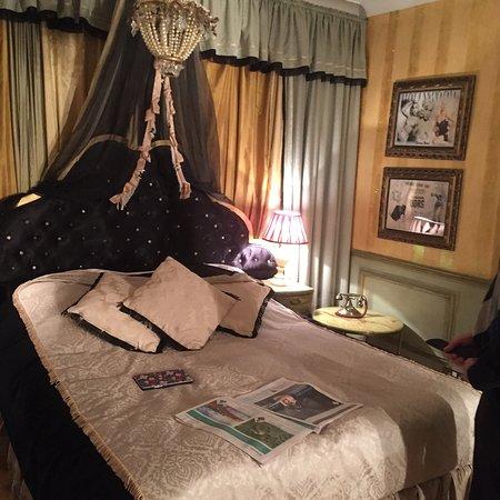 Hotel Pelirocco : Diana Dors boudoir