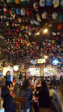 Phil's Bar-B-Que Pit: Inside Phil's.