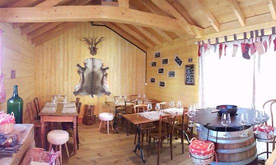Chavannes-de-Bogis, Suiza: Notre Chalet du Relais Fondues & Raclettes