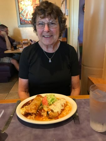 Green Valley, AZ: Chicken enchilada and chili relleno, Both excellent.
