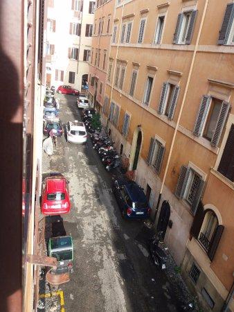 Hotel Modigliani: Una calle muy auténtica