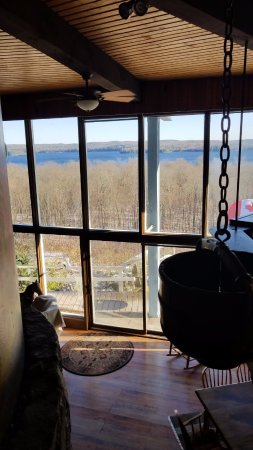 Algonquin Highlands, Canada: View of the lake from the 2nd floor
