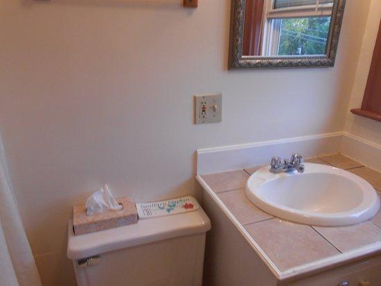Gifford House Inn : The bathroom was immaculate!