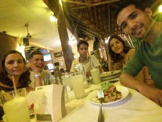 La Terraza Peruana: Terraza al aire libre. Cena en Familia