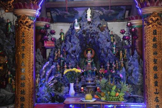Lao Cai, Vietnam: Altare
