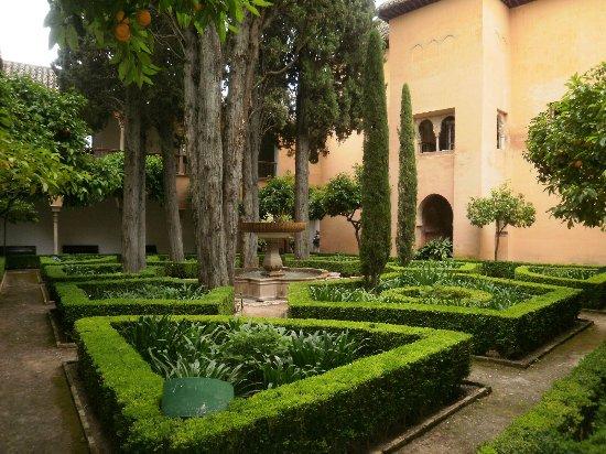 Detalles árabes en La Alhambra. - Picture of The Alhambra, Granada ...