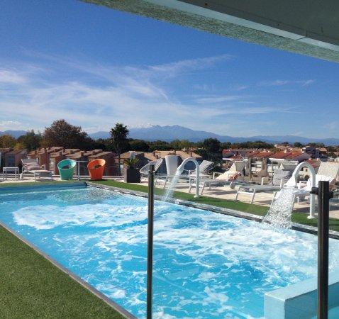 Saint-Cyprien, France: Spa sur le toit de l'hôtel