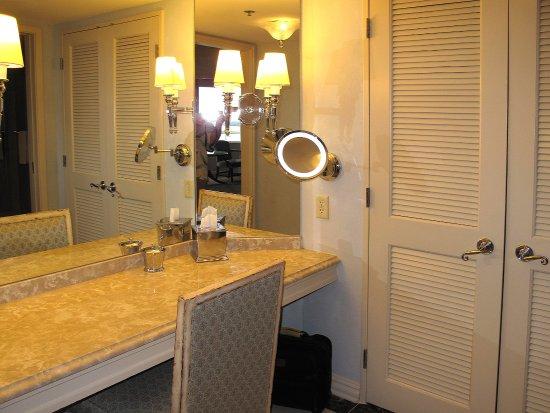 King Suite Bathroom Vanity Area W