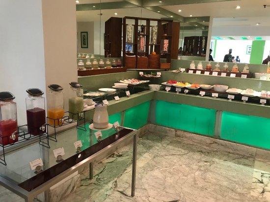 Radisson Blu Kochi: Breakfast buffet