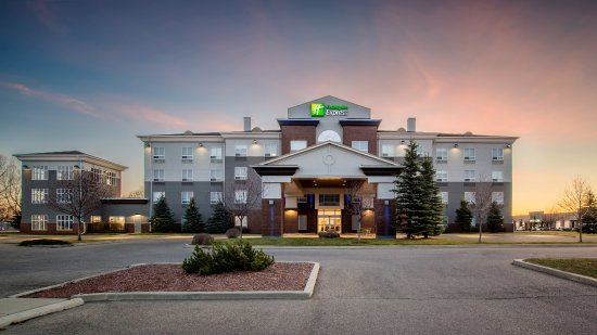 Holiday Inn Express Suites Airdrie: Hotel Early Morning