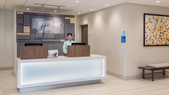 Holiday Inn Express Suites Airdrie: Front Desk