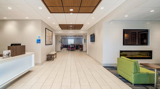 Holiday Inn Express Suites Airdrie: Lobby