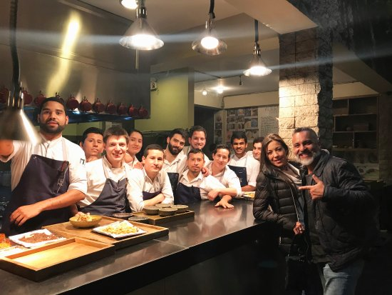 Un equipo de talentosos artistas de la cocina picture of for Equipos restaurante