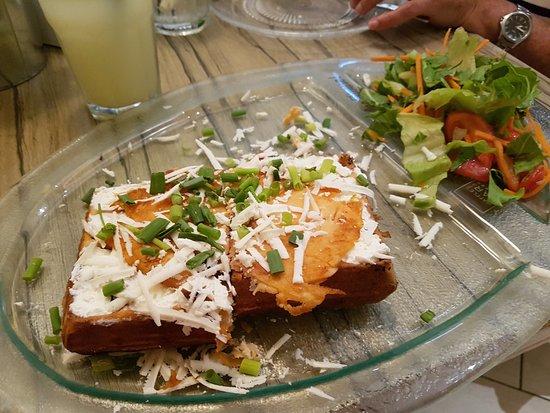 Ra'anana, Israel: Waffle de salmon