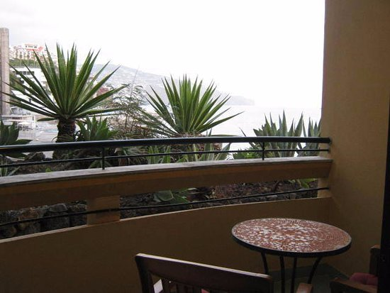 Our balcony bild fr n pestana palms funchal tripadvisor for On our balcony