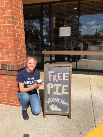 Johns Creek, Τζόρτζια: Free Dessert Wednesday