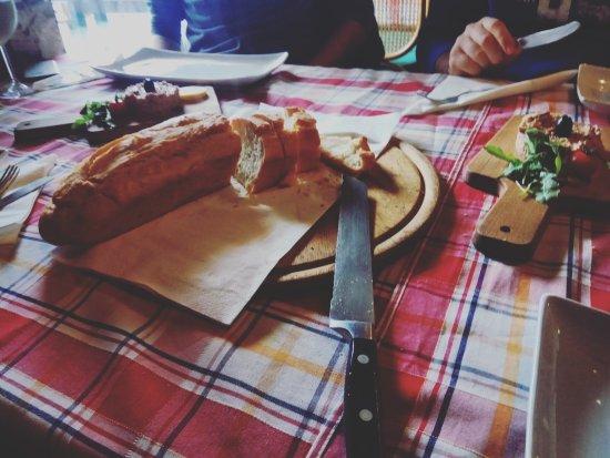 Konoba Lukin: Friško ispečen domaći kruh