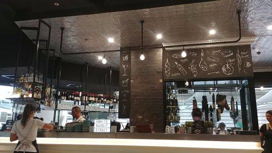 Radisson Blu Plaza Hotel Sydney: White Rabbit Cafe across from Radisson Hotel