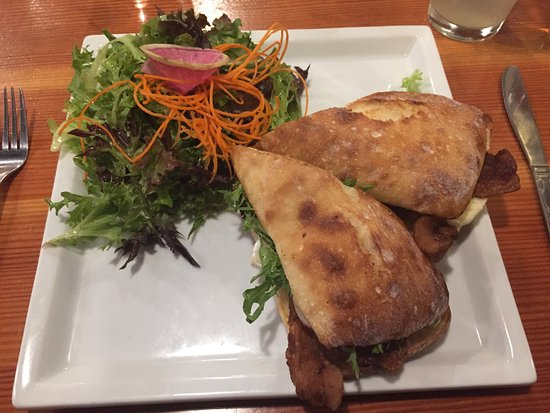 Cask and Schooner Public House & Restaurant: The Chicken Sandwich