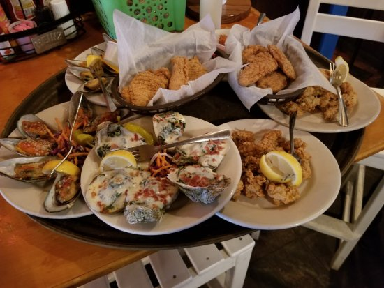 Bimini's Oyster Bar and Seafood Cafe: fried oysters, oysters Rockefeller, mussels, mussels Diablo, chicken fingers, fried mozzarella.