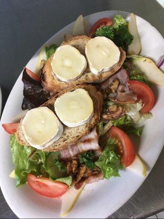 Gondeville, Γαλλία: Salade du Berger» et Salade de la Mer»