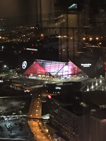 New mercedes benz stadium kuva sun dial restaurant for Mercedes benz stadium location