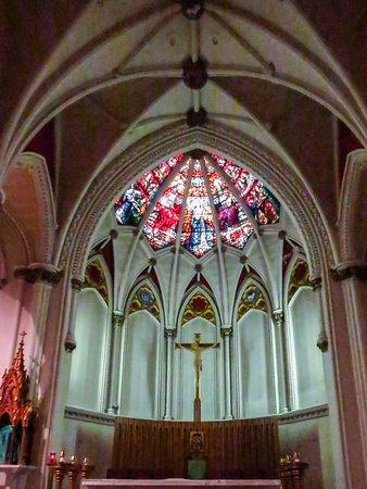 St. Mary's Basilica: alter