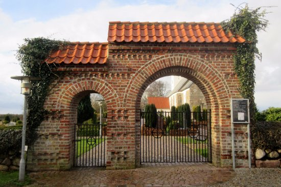 Noerre Nebel, Denmark: Indgangen til kirkegården