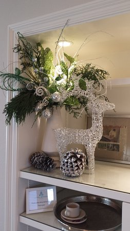 Lithia Springs Resort: They decorate with tasteful silvery, sparkly decor around the holidays.