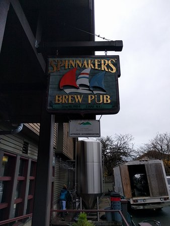 Spinnakers Brewpub and Guesthouses