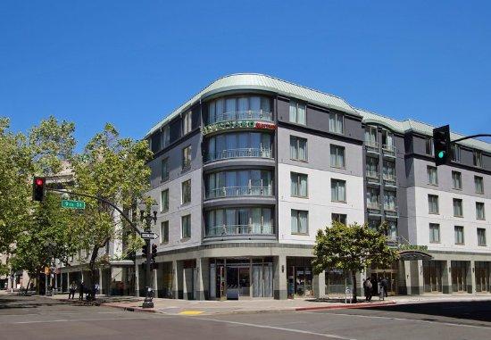 Courtyard Oakland Downtown: Exterior