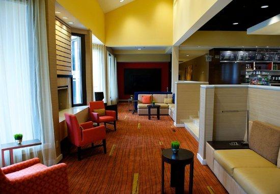 Bedford, TX: Lobby Lounge