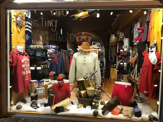 Fenelon Falls, แคนาดา: Fabulous store, big city fashions with a friendly small fun atmosphere.  You will love it.