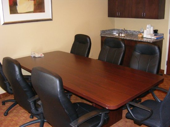 Muskogee, OK: Ask about our boardroom, which accommodates up to 8 guests.