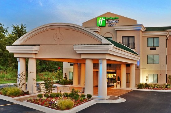 Enjoy modern and clean rooms at the Holiday Inn Express Muskogee.