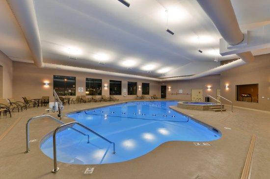 Holiday Inn Express Breezewood: Swimming Pool