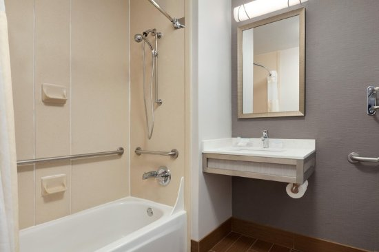 Milpitas, CA: Accessible Bathroom - Tub