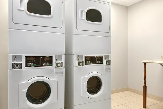 Capitol Heights, MD: Guest Laundry