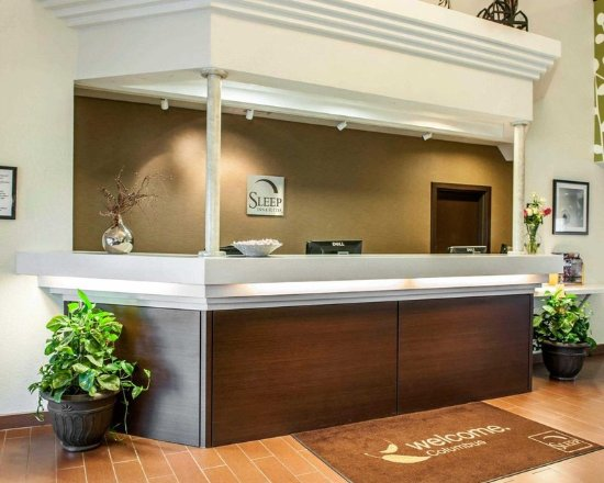 Sleep Inn & Suites Lakeside: Front desk with friendly staff