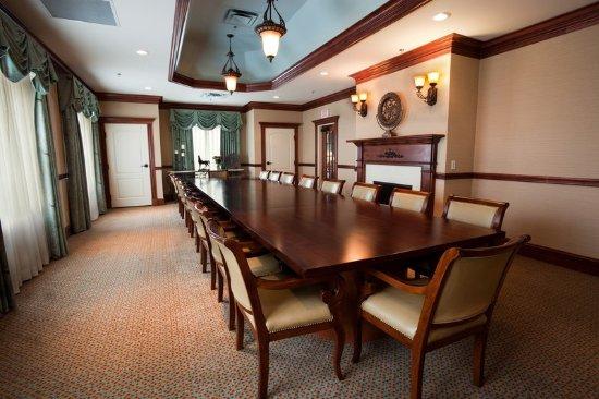 Lakeville, MN: Boardroom