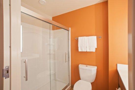 East Providence, RI: Bathroom