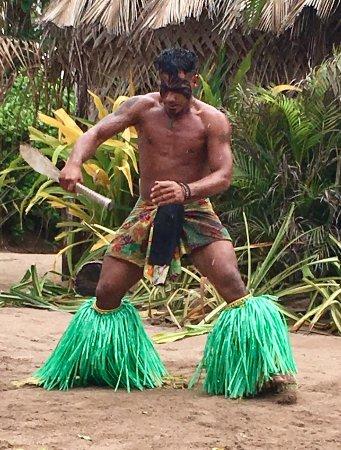 Robinson Crusoe Island Resort: Paka - Fiji knife dancer