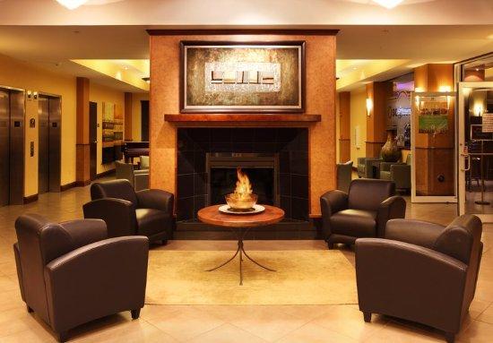 Holiday Inn & Suites Rogers at Pinnacle Hills Lobby