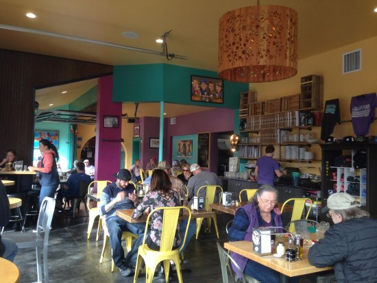 Moonlight Pizza & Brewpub: Funky and full of character, the atmosphere in Moonlight Pizza and Brewpub is vibrant.
